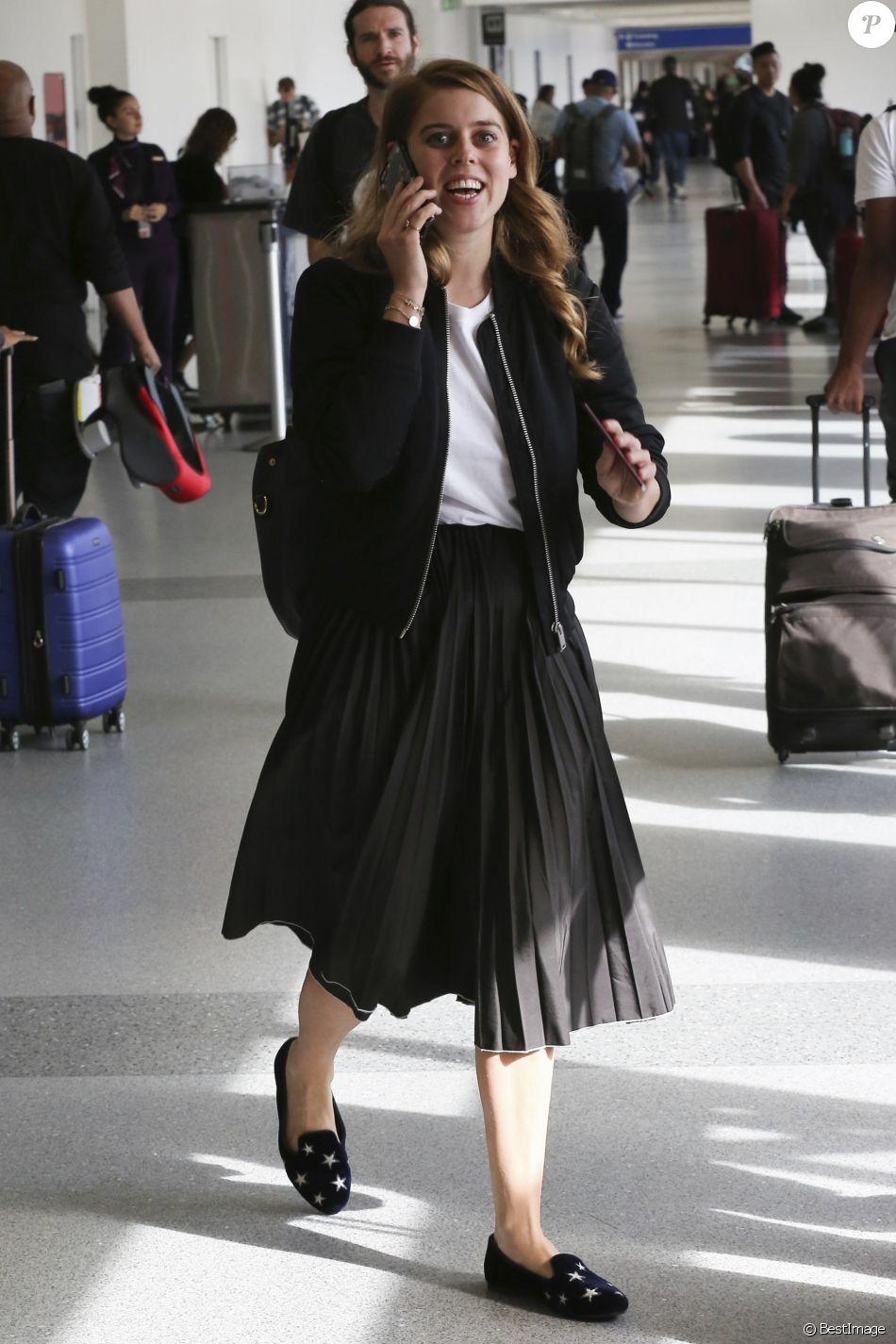Exclusif - La princesse Beatrice d'York à l'aéroport LAX de Los Angeles le 18 novembre 2018, portant une jupe Misha Nonoo. Un modèle que Meghan Markle portait deux mois plus tôt.