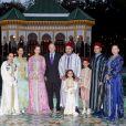 Le roi Mohammed VI du Maroc, la princesse Lalla Salma, le prince héritier Moulay El Hassan et la princesse Lalla Khadija, ainsi que les princesses Lalla Asma, Lalla Meryem, Lalla Hasna et le prince Moulay Rachid le 15 juillet 2013 au palais royal à Rabat pour la venue du roi Juan Carlos Ier d'Espagne.