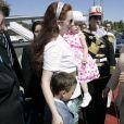La princesse Lalla Salma du Maroc et ses enfants le prince héritier Moulay El Hassan et la princesse Lalla Khadija accueillis en Tunisie par la première dame Leila Ben Ali le 25 juin 2009 à l'occasion d'un sommet des femmes arabes.