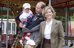 Le prince Edward et la princesse Sophie d'Angleterre posent enfin avec leurs petits ! Regardez !
