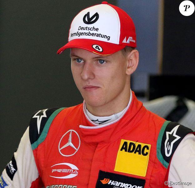 Mick Schumacher en exhibition sur une Mercedes-AMG de course DTM au circuit automobile Nürburgring à Nürburg, Allemagne, le 7 septembre 2018.