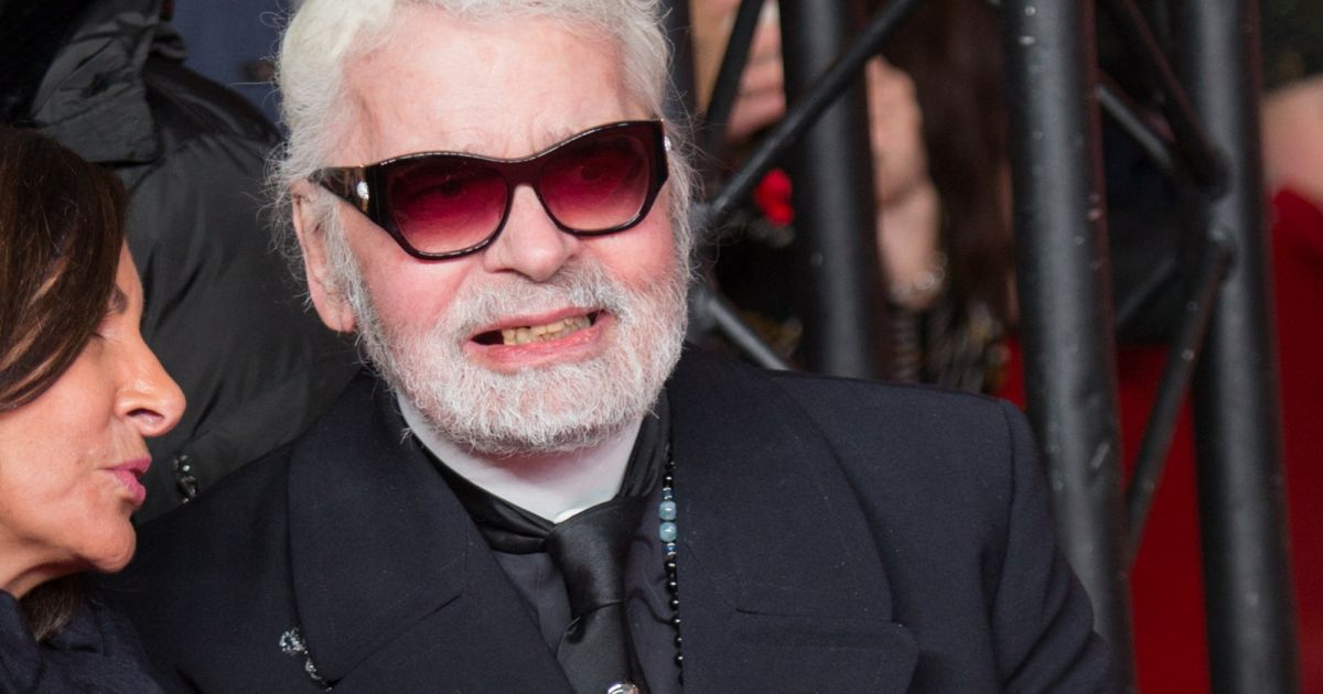 ba1bdfd02c30 Karl Lagerfeld smiles … and reveals his toothless mouth, unexpected images!
