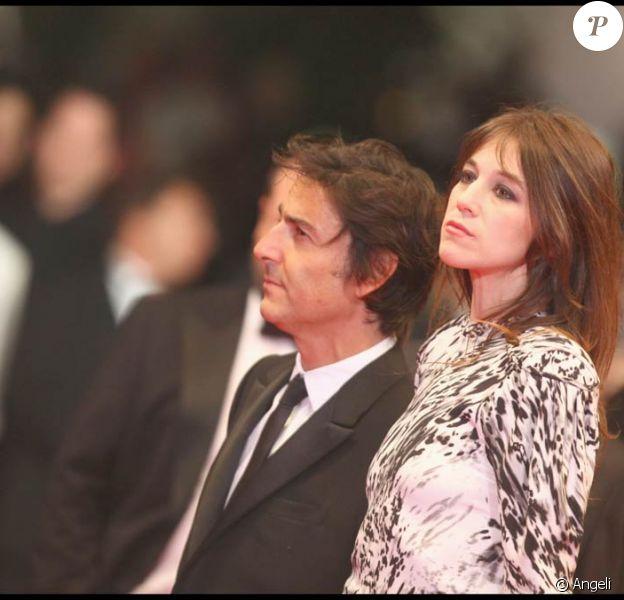 Charlotte Gainsbourg et Yvan Attal arrivent pour la projection d'Antichrist au palais des festivals de Cannes