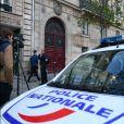 La Police Technique et Scientifique quitte l'hôtel résidence où Kim Kardashian a été attaquée par des assaillants armés déguisés en policiers à 2h40 du matin à Paris le 3 octobre 2016.