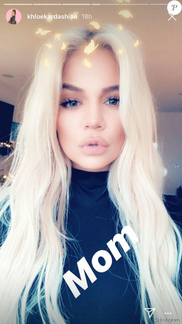 Khloé Kardashian dévoile sa nouvelle couleur, un blond platine, sur Instagram le 3 décembre 2018.