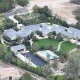 Exclusif - Vue aérienne de la maison de Kim Kardashian et son mari Kanye West après les ravages de l'incendie le plus meurtrier et le plus destructeur de l'histoire de la Californie. Kim et Kanye y ont échappé en engageant des pompiers privés pour combattre les flammes. Le couple a ainsi sauvé les villas de tout un quartier. La famille West réside à Hidden Hills, au bout d'un cul-de-sac et près d'un champ. L'incendie qui était sur le point de toucher leur villa, achetée 20 millions de dollars en 2014 et évacuée en urgence vendredi dernier, aurait également pu se propager jusqu'aux résidences voisines. Le 19 novembre 2018