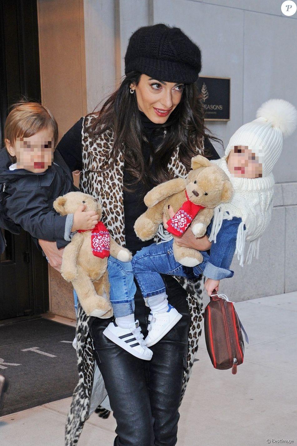 Amal Clooney est de sortie avec ses deux enfants Ella et Alexander à New York le 6 décembre 2018.