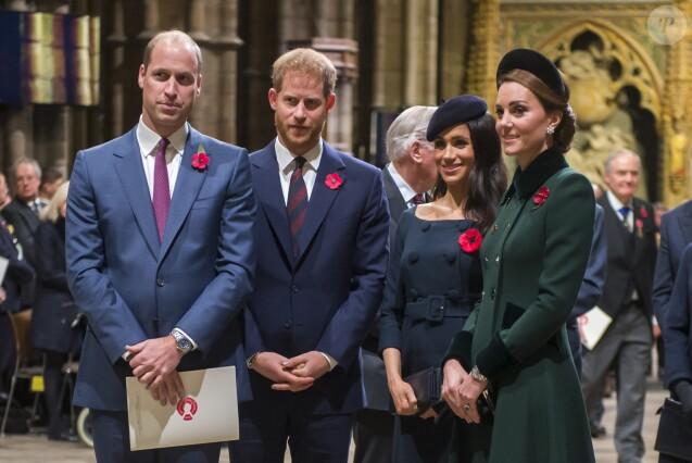 Le prince William, duc de Cambridge, le prince Harry, duc de Sussex et Meghan Markle (enceinte), duchesse de Sussex, Kate Middleton, duchesse de Cambridge, lors du service commémoratif en l'abbaye de Westminster pour le centenaire de l'Armistice de la Première Guerre mondiale, le 11 novembre 2018 à Londres.
