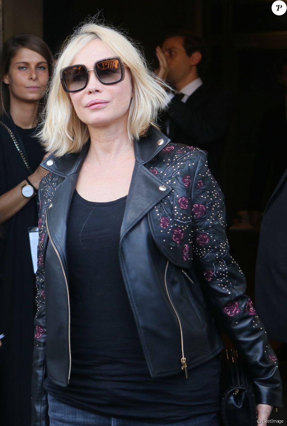 Emmanuelle Béart - People à la sortie du défilé de mode Elie Saab collection prêt-à-porter Printemps/Eté 2018 lors de la fashion week à Paris, le 30 septembre 2017. © CVS/Veeren/Bestimage