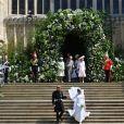 Le prince Harry et Meghan Markle (en robe de mariée Givenchy), duc et duchesse de Sussex, mari et femme à la sortie de chapelle St. George au château de Windsor après leur mariage le 19 mai 2018.