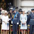 Camilla Parker Bowles, duchesse de Cornouailles, le prince William, duc de Cambridge, Kate Catherine Middleton, duchesse de Cambridge, le prince Harry, duc de Sussex, Meghan Markle, duchesse de Sussex (habillée en Dior Haute Couture par Maria Grazia Chiuri) - La famille royale d'Angleterre lors de la parade aérienne de la RAF pour le centième anniversaire au palais de Buckingham à Londres. Le 10 juillet 2018