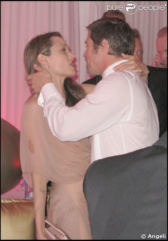 Brad Pitt et Angie font la fête et sont très proches après la projection du film  Inglourious Basterds , à Cannes. 20/05/09