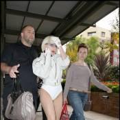 Lady Gaga s'est enfin habillée normalement... Mais, non, on rigole !