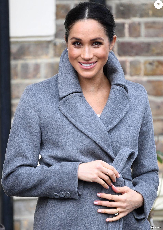 """Meghan Markle, duchesse de Sussex, visite le foyer Royal Variety de """"Brinsworth House"""", à Twickenham, Royaume Uni, le 18 décembre 2018."""