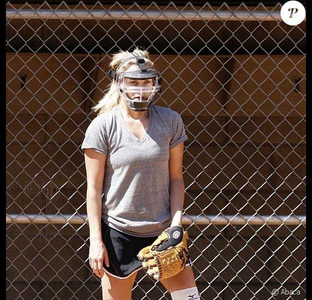 Reese Witherspoon s'entraîne au baseball comme si c'était la dernière fois !
