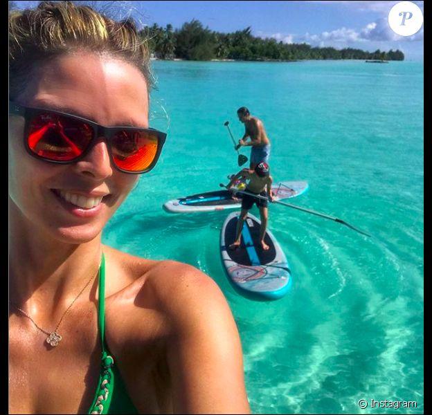 Sylvie Tellier en mode sportive à Bora-Bora, ici en famille, le dernier week-end de 2018.