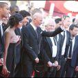 Jacques Audiard (centre) et l'équipe de son film Un prophète lors du 62e Festival de Cannes