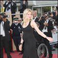 Laetitia Casta lors de la montée des marches précédant la projection de Visage le 23 mai 2009 durant le 62e Festival de Cannes
