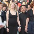 Laetitia Casta, Kang Sheng Lee et Fanny Ardant lors de la montée des marches précédant la projection de Visage le 23 mai 2009 durant le 62e Festival de Cannes