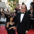 Pierre Lescure et sa fille adoptive lors de la montée des marches précédant la projection de Visage le 23 mai 2009 durant le 62e Festival de Cannes