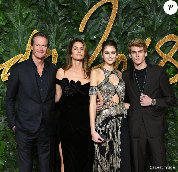 Rande Gerber avec sa femme Cindy Crawford et ses enfants Kaia Gerber et Presley Gerber à la soirée British Fashion Awards 2018 au Royal Albert Hall à Londres, le 10 décembre 2018