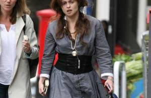 Helena Bonham Carter : elle persiste et signe avec... son look très décalé et ses chaussures ressorts !