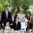 Cristina d'Espagne, son époux et leurs quatre enfants Pablo, Juan, Miguel et Irene, à la communion de Pablo et Juan. 23/05/09