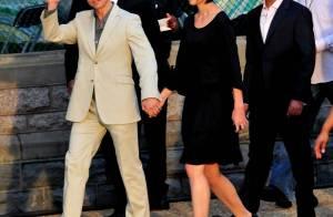 Katie Holmes a rendu un poignant hommage... sous les yeux amoureux de son Tom Cruise ! Quel couple de charme !