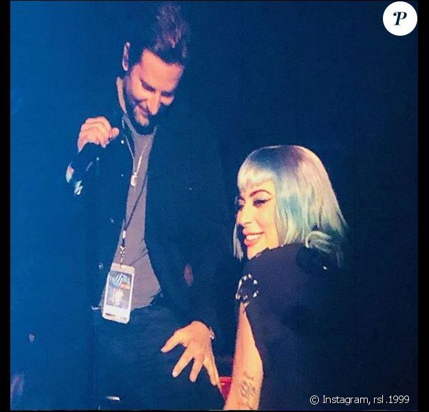 Lady Gaga et Bradley Cooper sur scène à Las Vegas. Le 26 janvier 2019