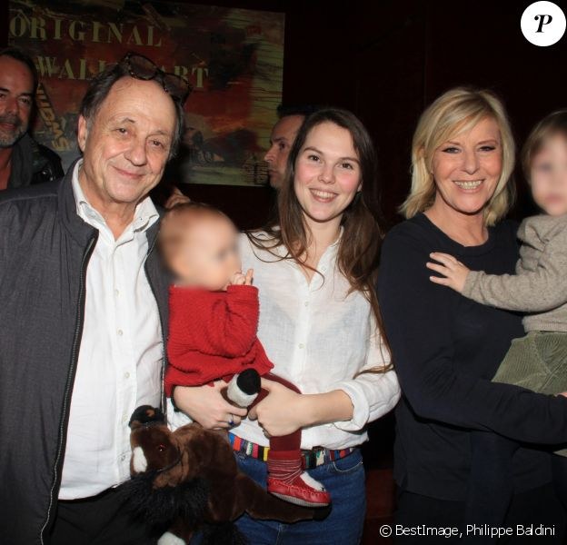 Exclusif - Chantal Ladesou avec son mari Michel Ansault, leur fille Clémence Ansault et ses enfants - After-show de Chantal Ladesou au Casino de Paris le 13 janvier 2019. © Philippe Baldini/Bestimage