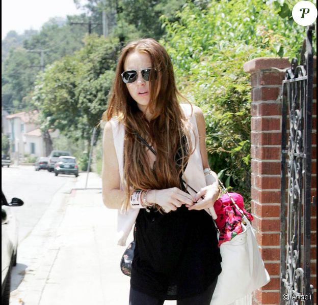 Lindsay Lohan est bouleversée en sortant de la maison de son ex, Samantha Ronson