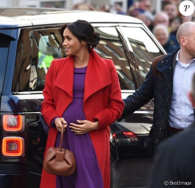 Le prince Harry, duc de Sussex, et Meghan Markle (enceinte), duchesse de Sussex, arrivent à Birkenhead. Le couple doit rencontrer de nombreux acteurs d'organisations locales. Le 14 janvier 2019
