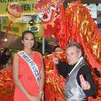 Vaimalama Chaves (Miss France 2019) pose avec les artistes qui mettent à l'honneur la culture et la tradition asiatique pour célébrer l'année du cochon dans le grand hall de l'hippodrome lors du Grand Prix de France 2019 à l'hippodrome de Vincennes à Paris, France, le 10 février 2019. Pour célébrer le nouvel an chinois (l'année du cochon), de nombreuses animations asiatiques se sont déroulées sur l'hippodrome de Vincennes. © Coadic Guirec/Bestimage