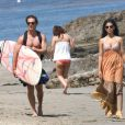 Matthew McConaughey et sa compagne Camilla Alves sur la plage de Malibu le 23 mai