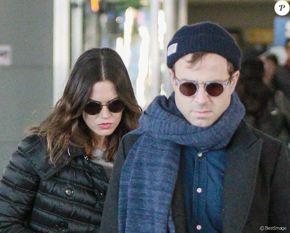 Mandy Moore et son ex-mari Ryan Adams arrivent à l'aéroport de JFK à New York, le 27 décembre 2017