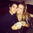 Darren Criss et sa compagne Mia Swier se sont fiancés le 19 janvier 2018. Photo Instagram septembre 2017.