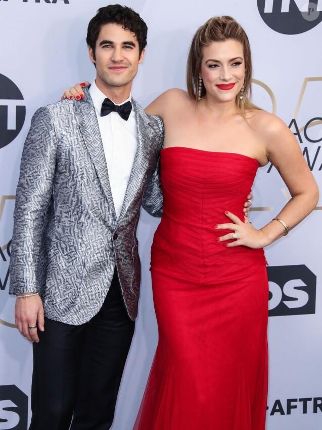 Darren Criss et sa fiancée Mia Swier - Photocall - 25ème cérémonie annuelle des Screen Actors Guild Awards au Shrine Audritorium à Los Angeles, le 27 janvier 2019.