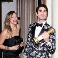 Mia Swier - Darren Criss avec son Golden Globe du meilleur acteur dans une mini-série ou téléfilm à West Hollywood le 7 janvier 2019.