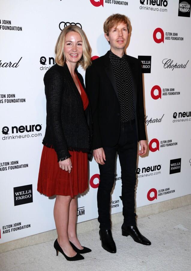 """Le chanteur Beck et sa femme Marissa Ribisi - Soirée """"Elton John AIDS Foundation Oscar Party"""" 2015 à West Hollywood, le 22 février 2015."""