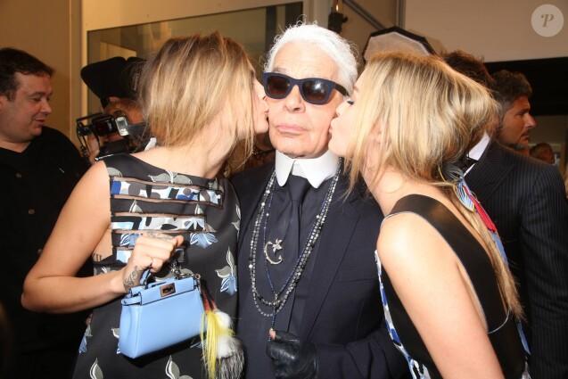 """Cara Delevingne, Karl Lagerfeld et Georgia May Jagger - Backstage du défilé de mode """"Fendi"""" lors de la fashion week de Milan. Le 17 septembre 2014"""