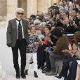 """Karl Lagerfeld et son filleul Hudson Kroenig - Deuxième défilé """"Chanel Croisière"""" (Chanel Croisière 2017/18) au Grand Palais à Paris. Le 3 mai 2017 © Olivier Borde/Bestimage"""