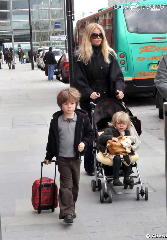 Claudia Schiffer est une maman au top ! Mannequin depuis 20 ans et égérie L'Oréal, elle est également la mère idéale pour Casper (6 ans et demi) et Clementine (4 ans).