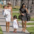 Laeticia Hallyday est aujourd'hui l'heureuse maman de deux petites princesses d'origine vietnamienne : Jade, née le 3 août 2004 et Joy, née le 27 juillet 2008.