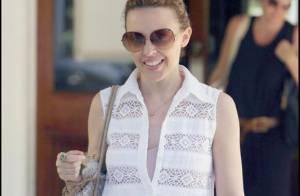 Kylie Minogue est prête pour l'été... avec sa petite robe blanche de minette !