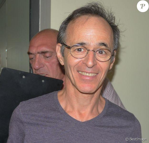 Exclusif - Jean-Jacques Goldman participe à une vente aux enchères, à Ouveillan, le 20 juillet 2014.