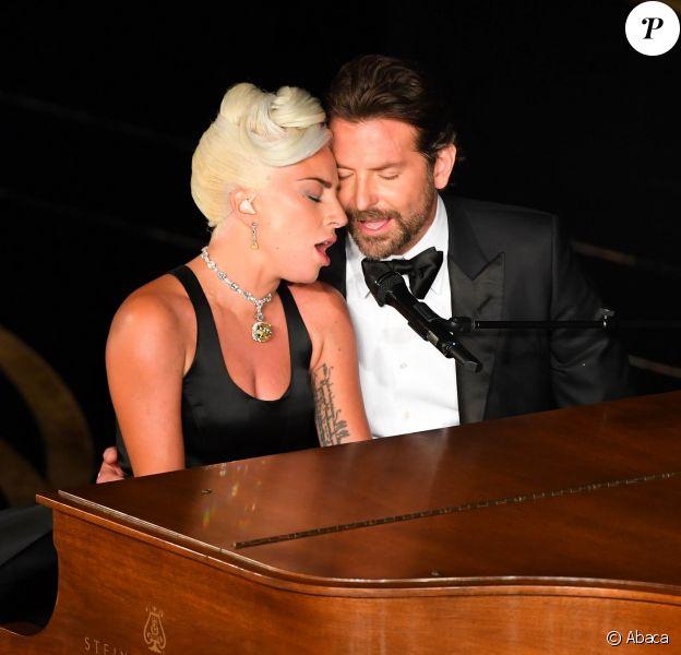 Bradley Cooper en duo avec Lady Gaga lors de la cérémonie des Oscars le 24 févrir 2019 à Los Angeles