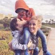 Elodie Gossuin et ses enfants au Maroc, le 18 février 2019. Ici avec ses garçons Jules et Léonard.