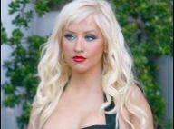 Christina Aguilera, décolletée, a trouvé un nouveau it-Bag... son parfum !