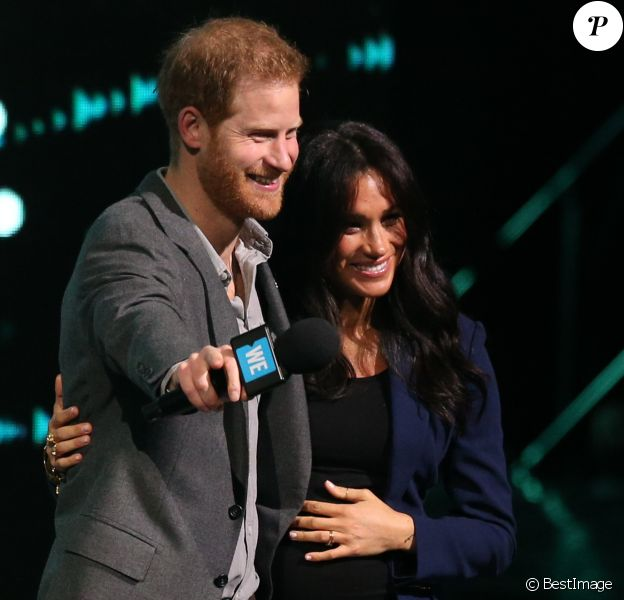 Le prince Harry et Meghan Markle réunis sur la scène du WE Day UK à Wembley, Londres, le 6 mars 2019.