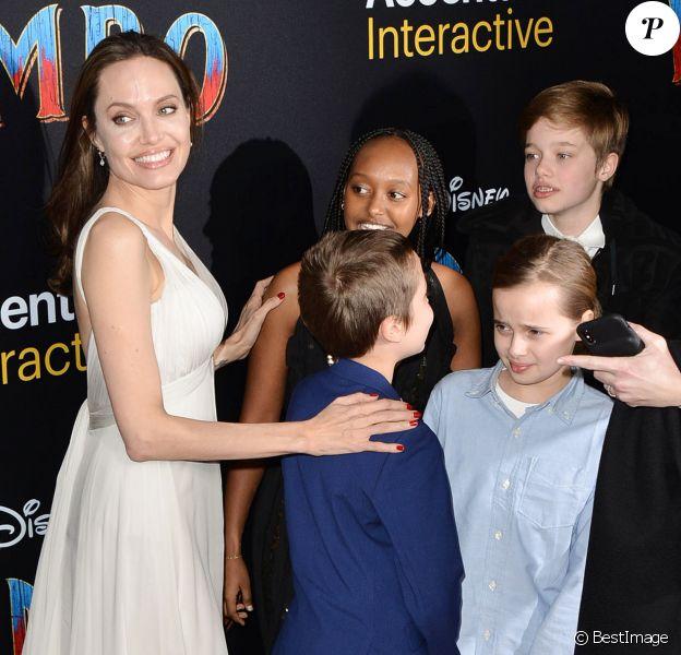 Angelina Jolie et ses enfants Zahara, Shiloh, Vivienne et Knox Jolie-Pitt à la première de Dumbo à Hollywood, Los Angeles, le 11 mars 2019